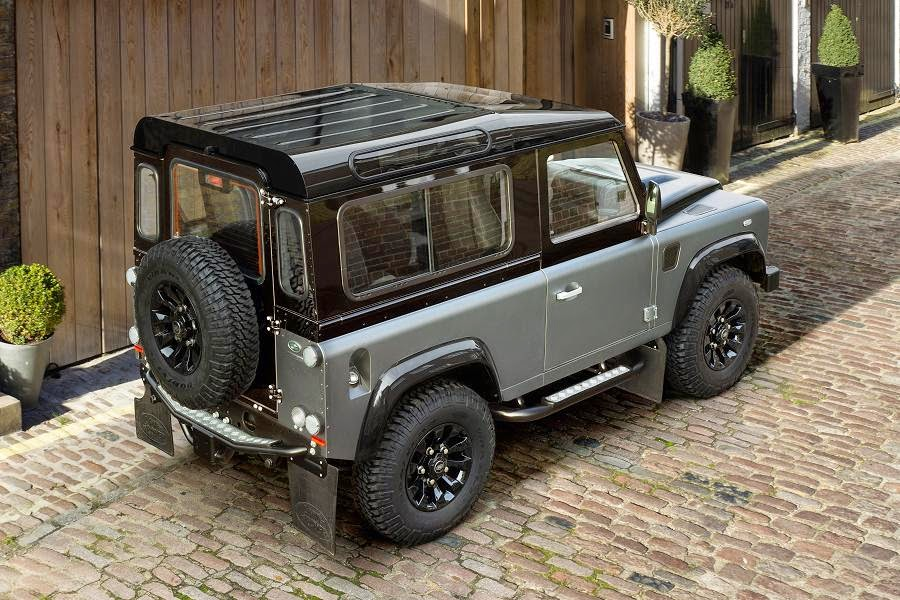 Land Rover Defender 90 Station Wagon Autobiography Limited Edition (2015) Rear Side