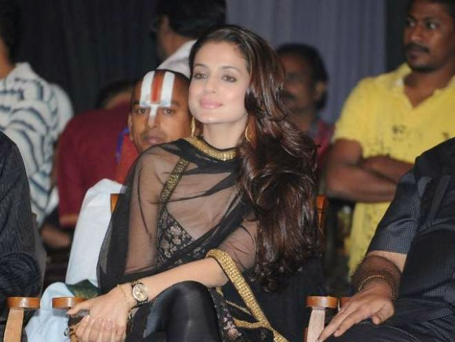 Amisha Patel Cleavage In Black Churidar Spicy Pics