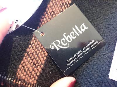 """[Review] Rebella Schal """"Kuschelfaktor"""""""