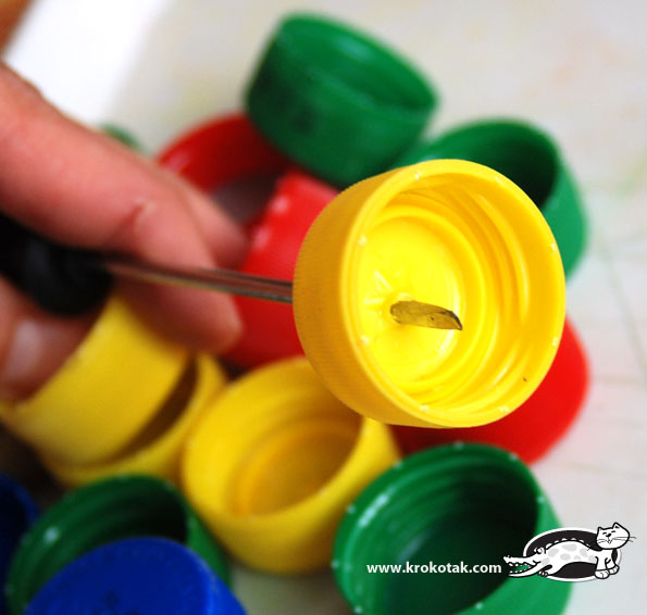 [Tài liệu] - Làm rắn handmede từ nắp chai bằng nhựa bỏ đi
