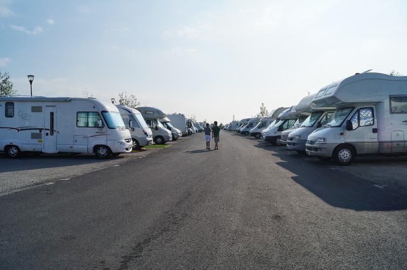 Parking de coches y autocaravanas en el mont saint michel for Parking de coches