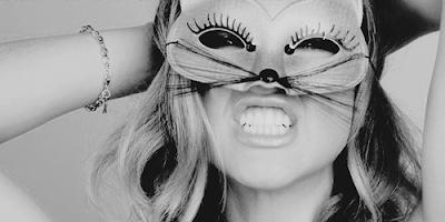 model masaj erotic cu masca venetiana