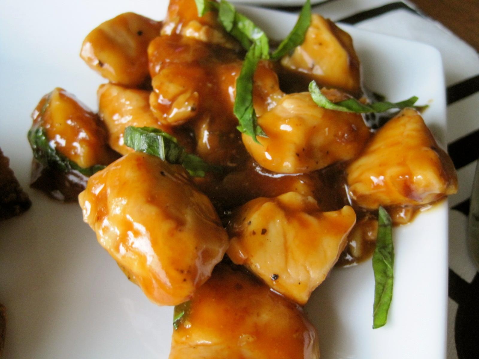 Mrs. Schwartz's Kitchen: Spicy Basil Chicken