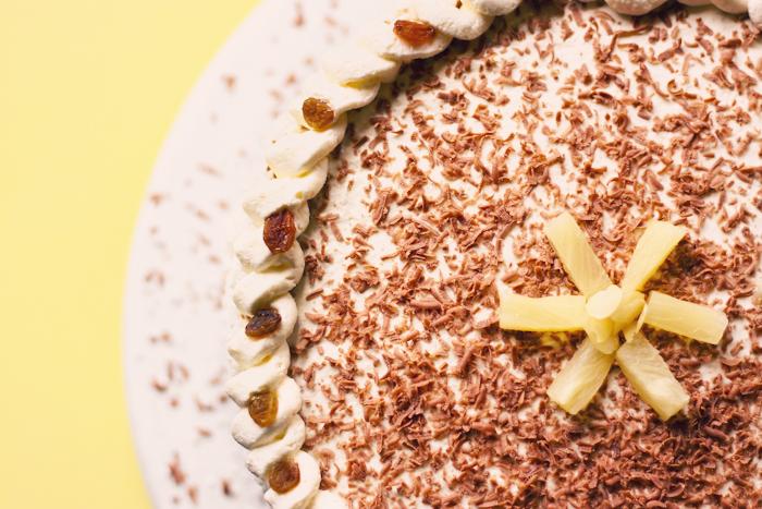 tort z bitą śmietaną i ananasem