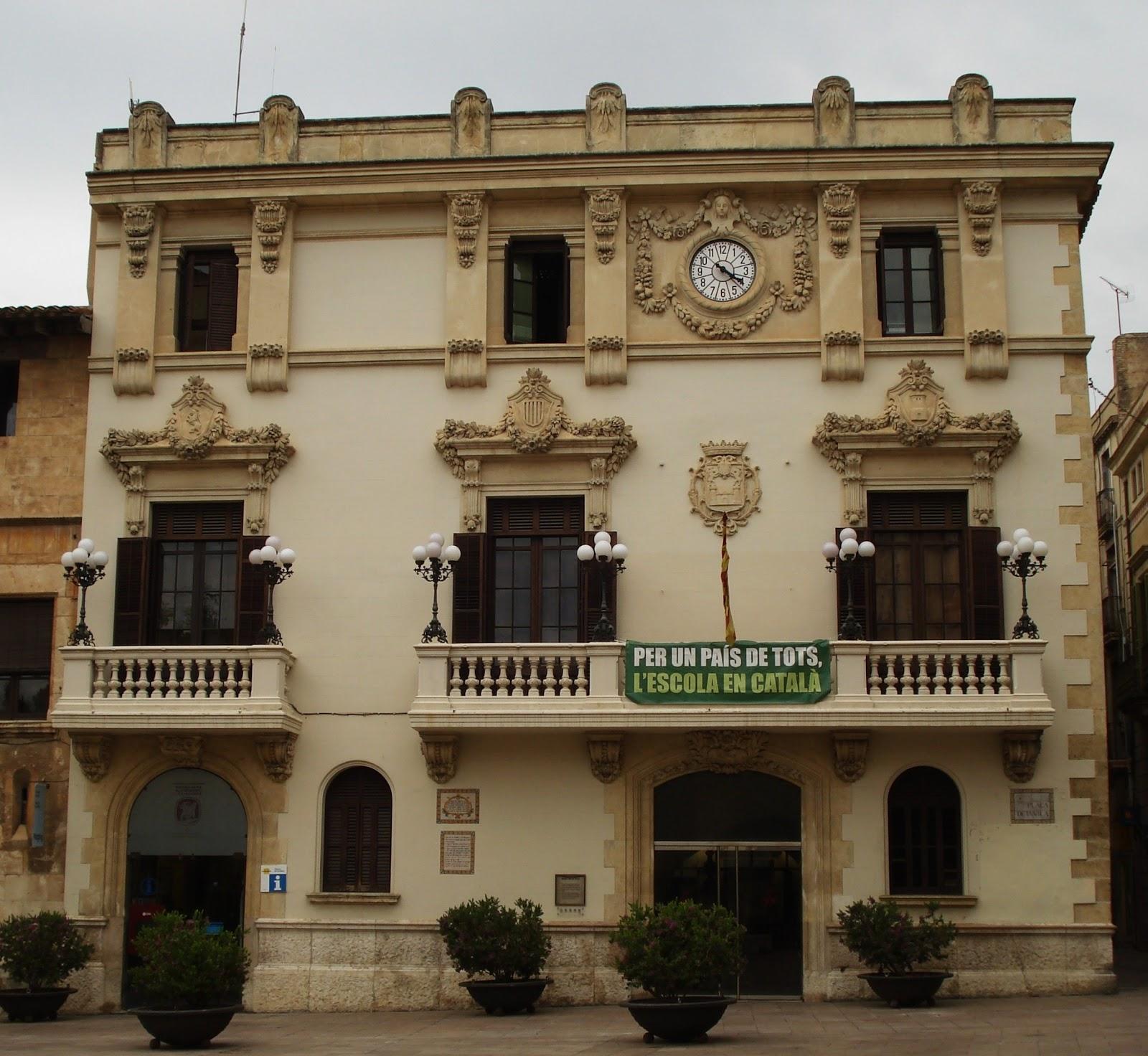 Tot son punts de vista edifici de l ajuntament de for Morato vilafranca