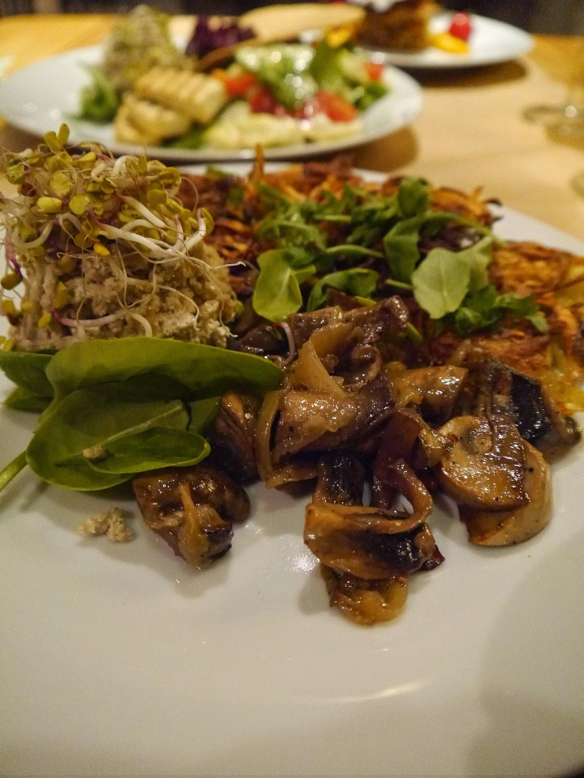 Restauracja wegetariańska, wegańska, bezglutenowa, Wielopole 3, placki ziemniaczane, majonez słonecznikowy