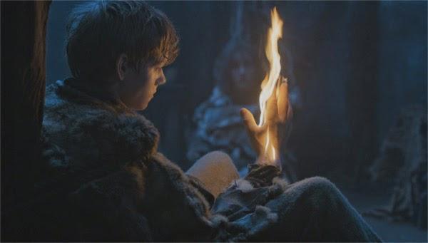 Jojen Reed con mano en llamas debido a una visión (Juego de Tronos 4x05)