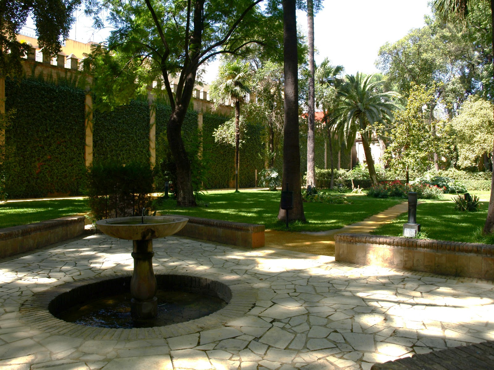 Historiarte sevilla palacio g tico y jardines - Jardines de sevilla ...