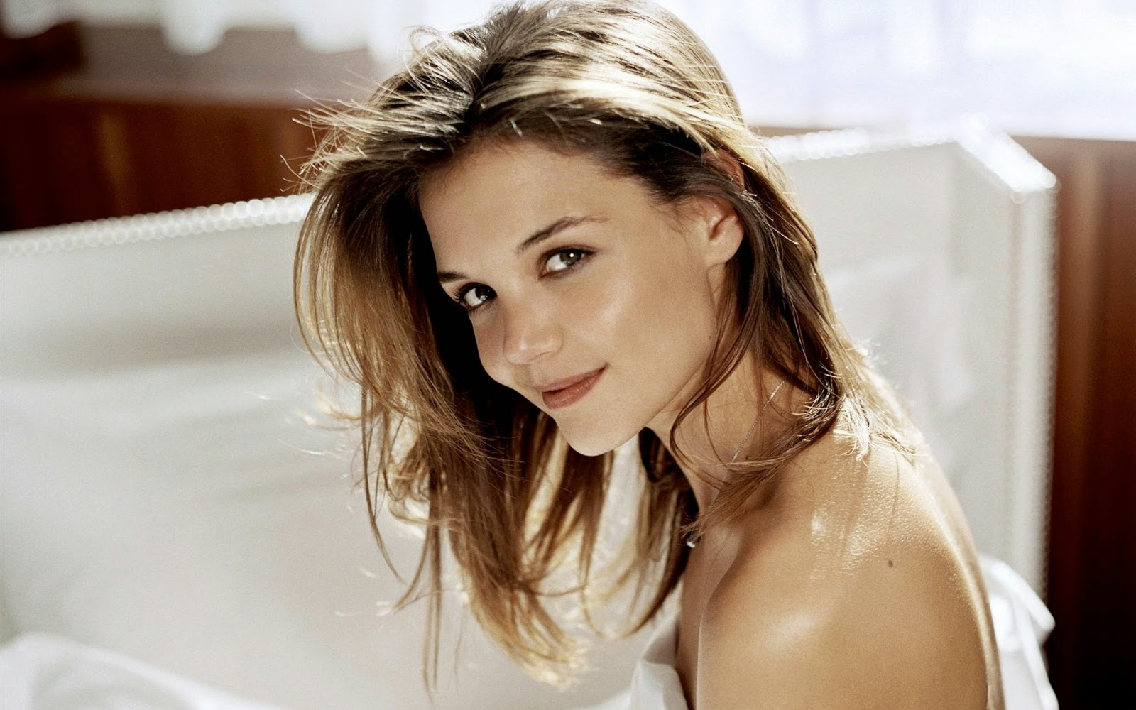 Katie Holmes American Hollywood Actress Without Cloths HD Wallpaper