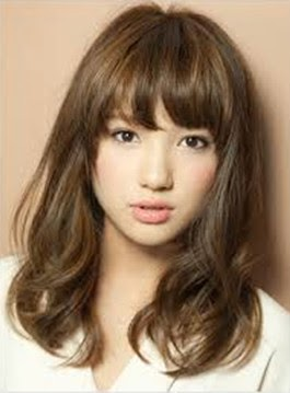 Model rambut Mid-length untuk wajah persegi