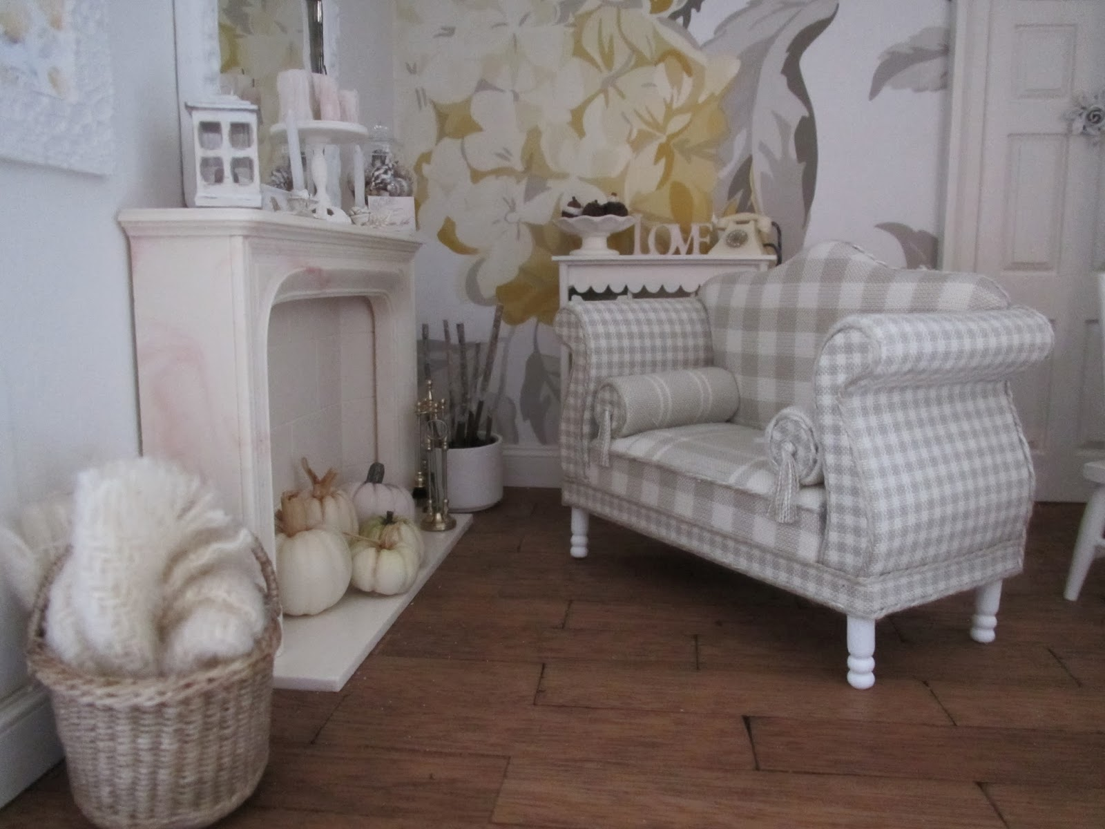 on being a mini mum jill lucas sofa for my shabby. Black Bedroom Furniture Sets. Home Design Ideas