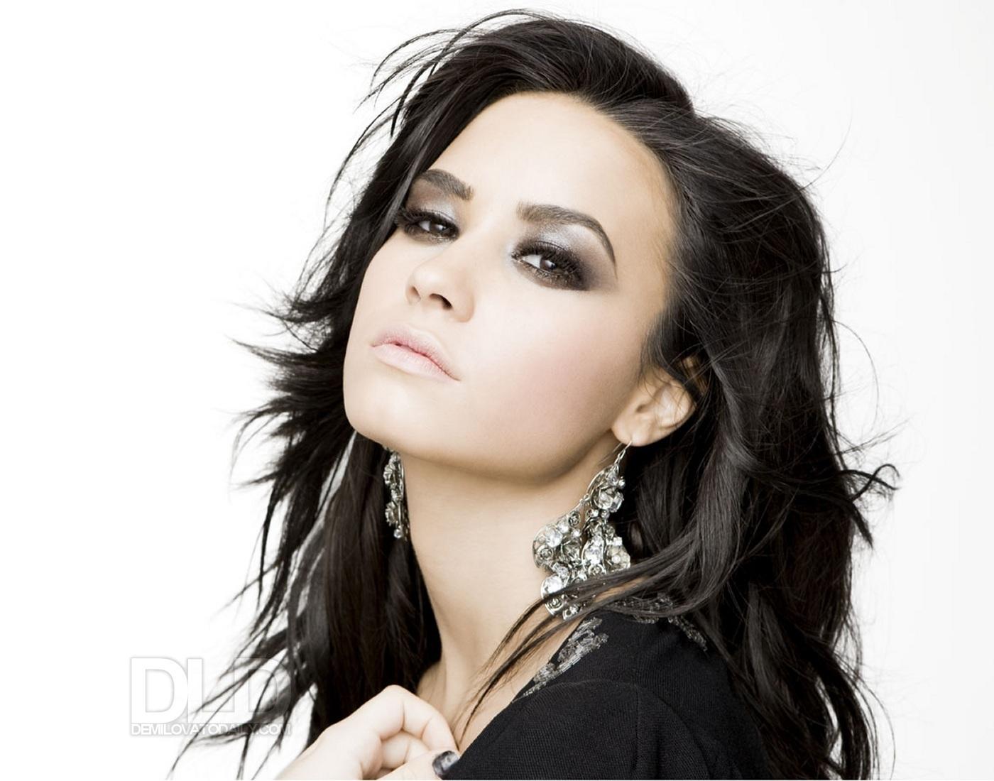 http://2.bp.blogspot.com/-p-aSiEOKscE/T2z29Z2FSGI/AAAAAAAAEYM/peSXKAlhXZg/s1600/Demi-Lovato-Wallpaper-demi-lovato-8239474-1400-1100.jpg