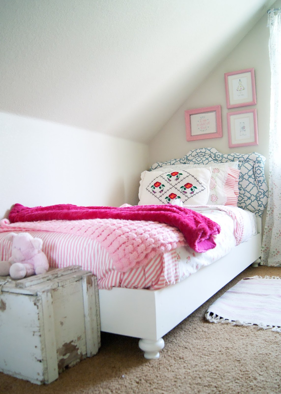 Attic bedroom - granny chic