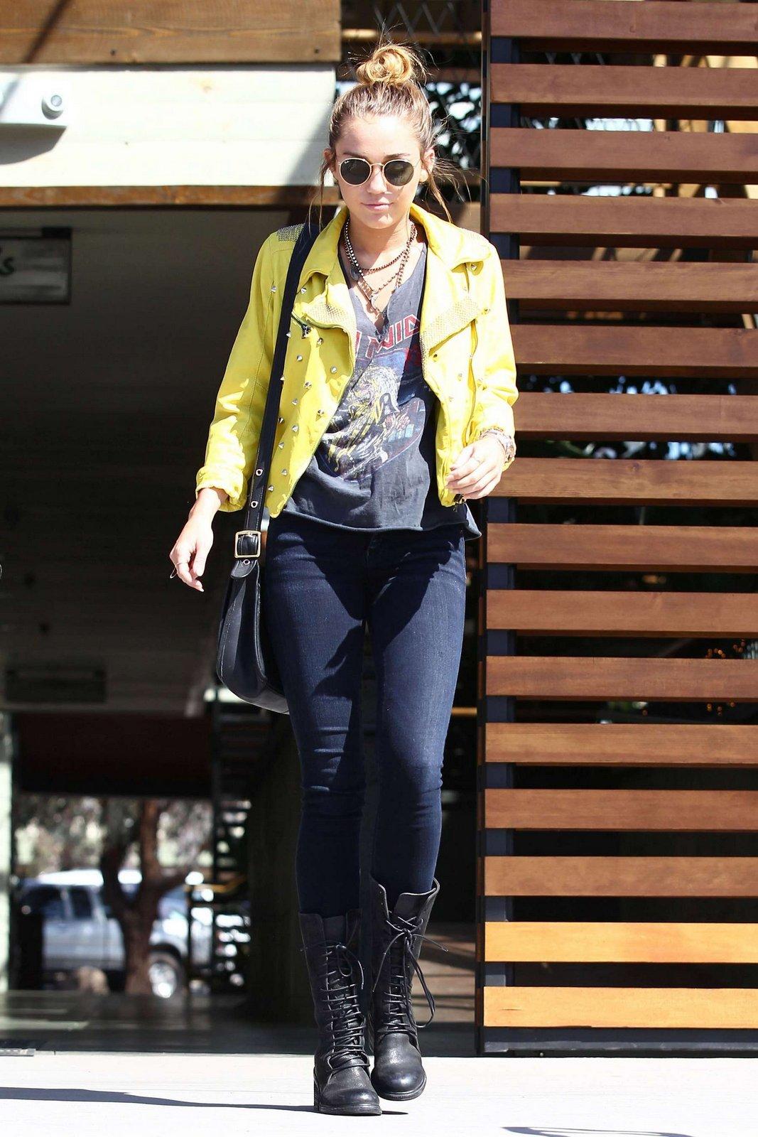 http://2.bp.blogspot.com/-p011NIctZa0/T6BViILzznI/AAAAAAAAExg/Bp3-BlaRJoM/s1600/Miley%2BCyrus-celebutopia-CD041009.jpg
