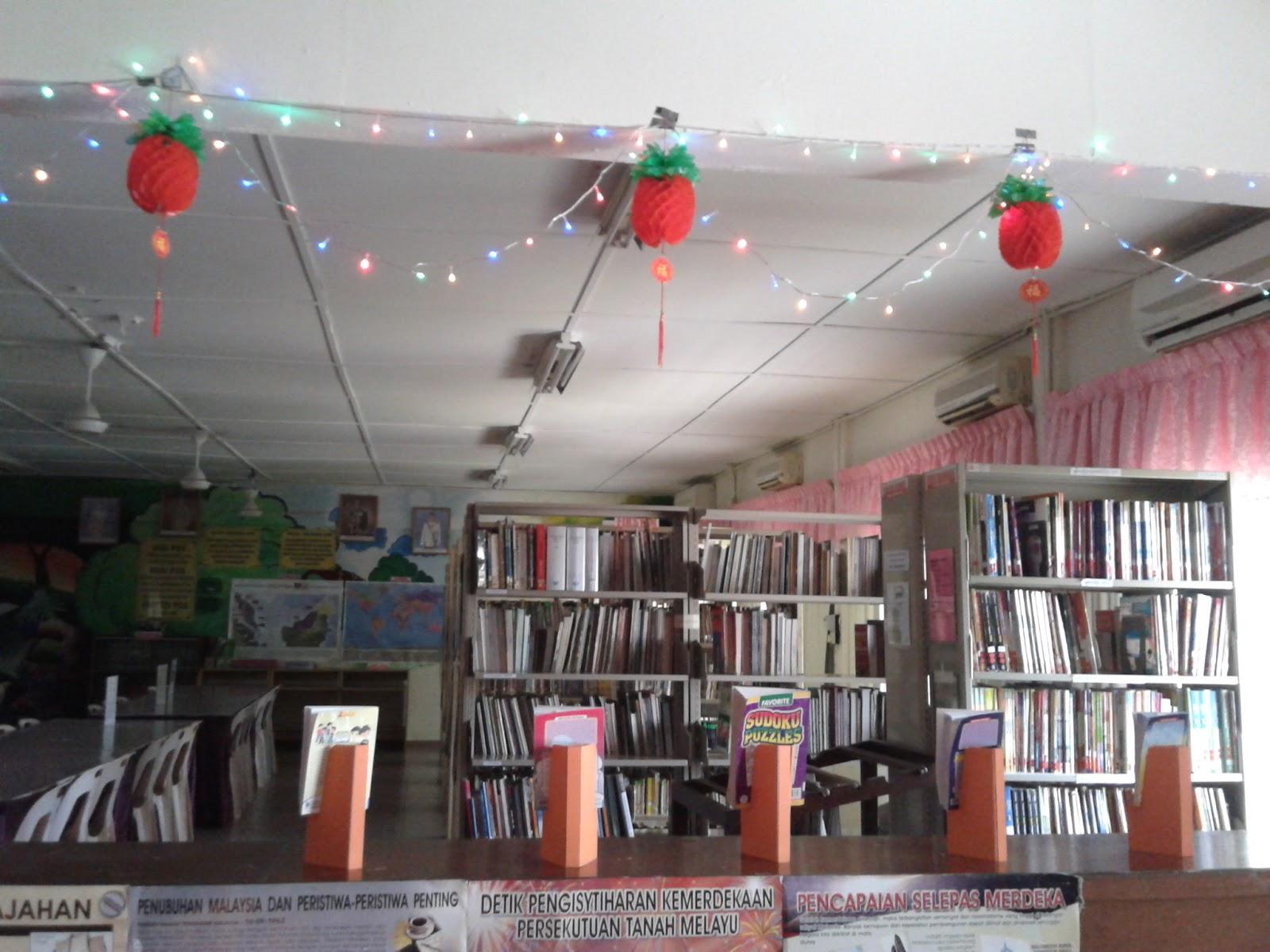 Hiasan bertema Tahun Baru Cina di Pusat Sumber Sekolah