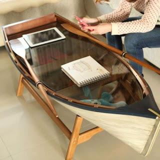 mesa con lancha reciclada