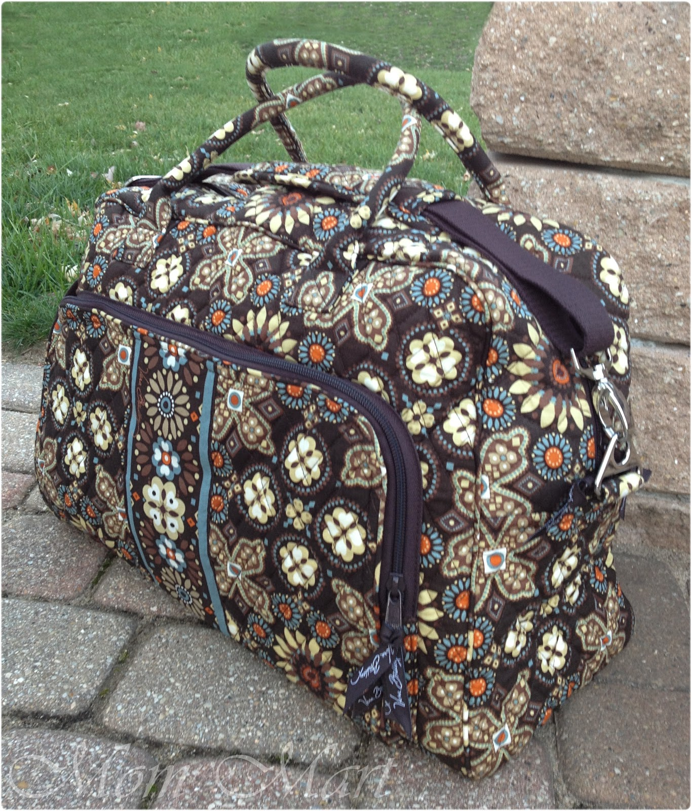 Holiday Gift Guide  Vera Bradley Weekender Review  GiftGuide c1430086c409e