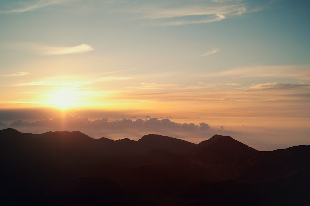 Haleakala Summit Sunset | www.floralsandplaid.com