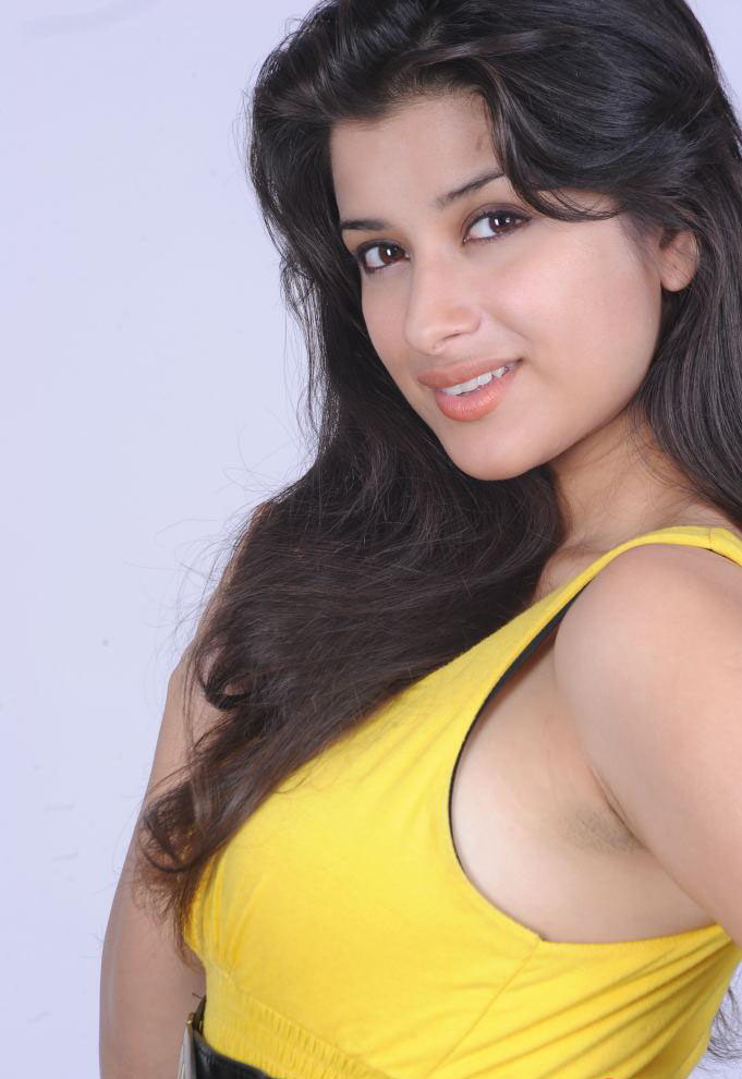 Madhurima Huge Boobs shape hidden in sexy Loose Yellow Sleelvess Dress Side Boobs Visible HOT