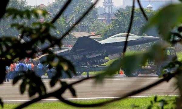 Pesawat F 16 Terbakar Juruterbang Selamat