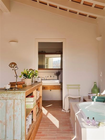Baños Rusticos El Mueble: el salón cálido en el dormitorio y antideslizante en el baño