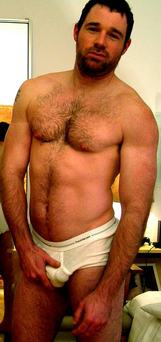 Grab Bulge http://hotmenintheirpants.blogspot.com/2013/02/bulge-grab_17.html