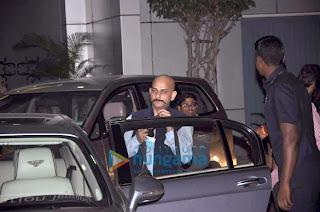 Aamir, Katrina & Abhishek snapped at the airport (10).jpg