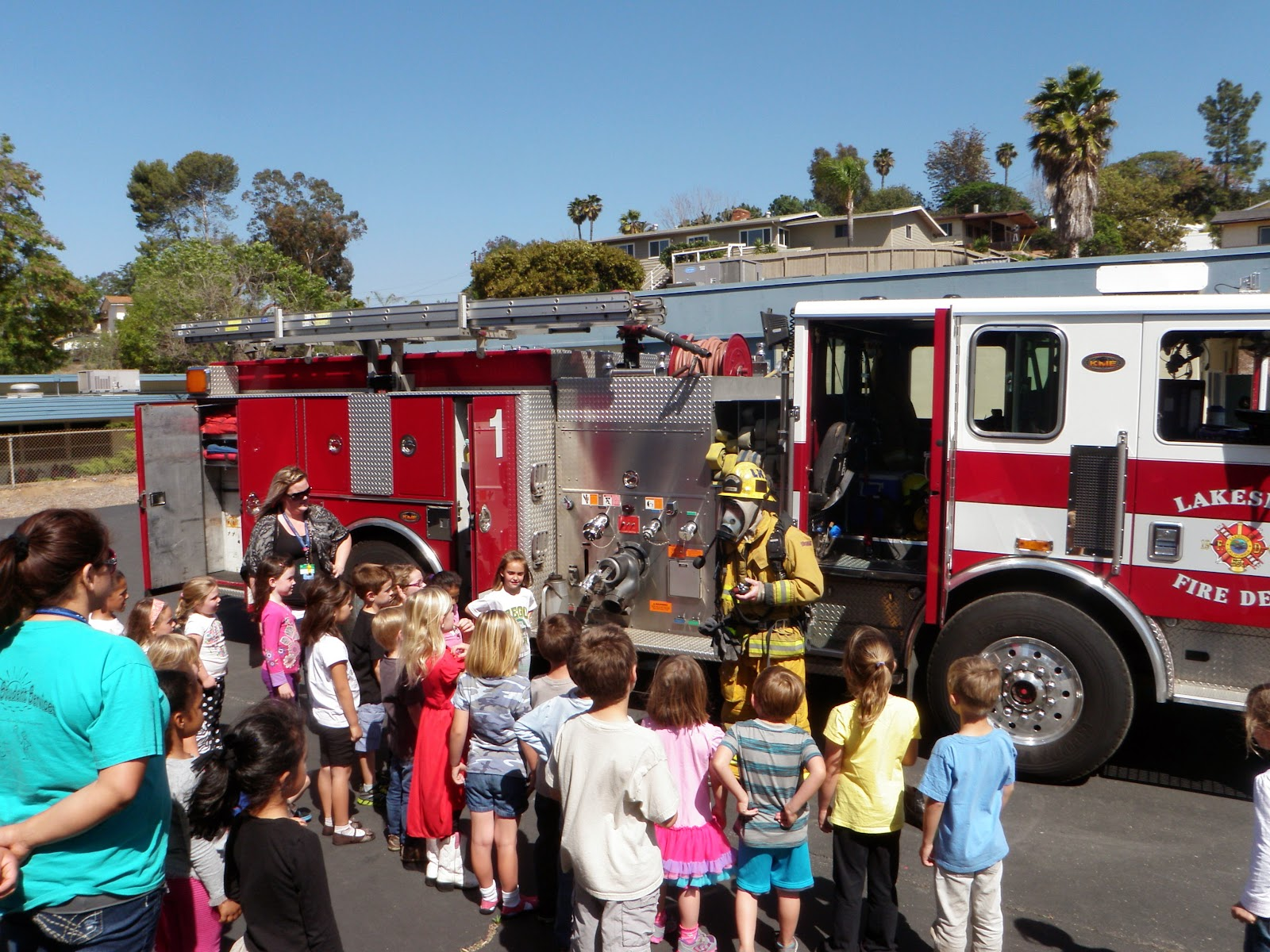 Lakeside Fire District Engine One Visits Winter Gardens Elementary School