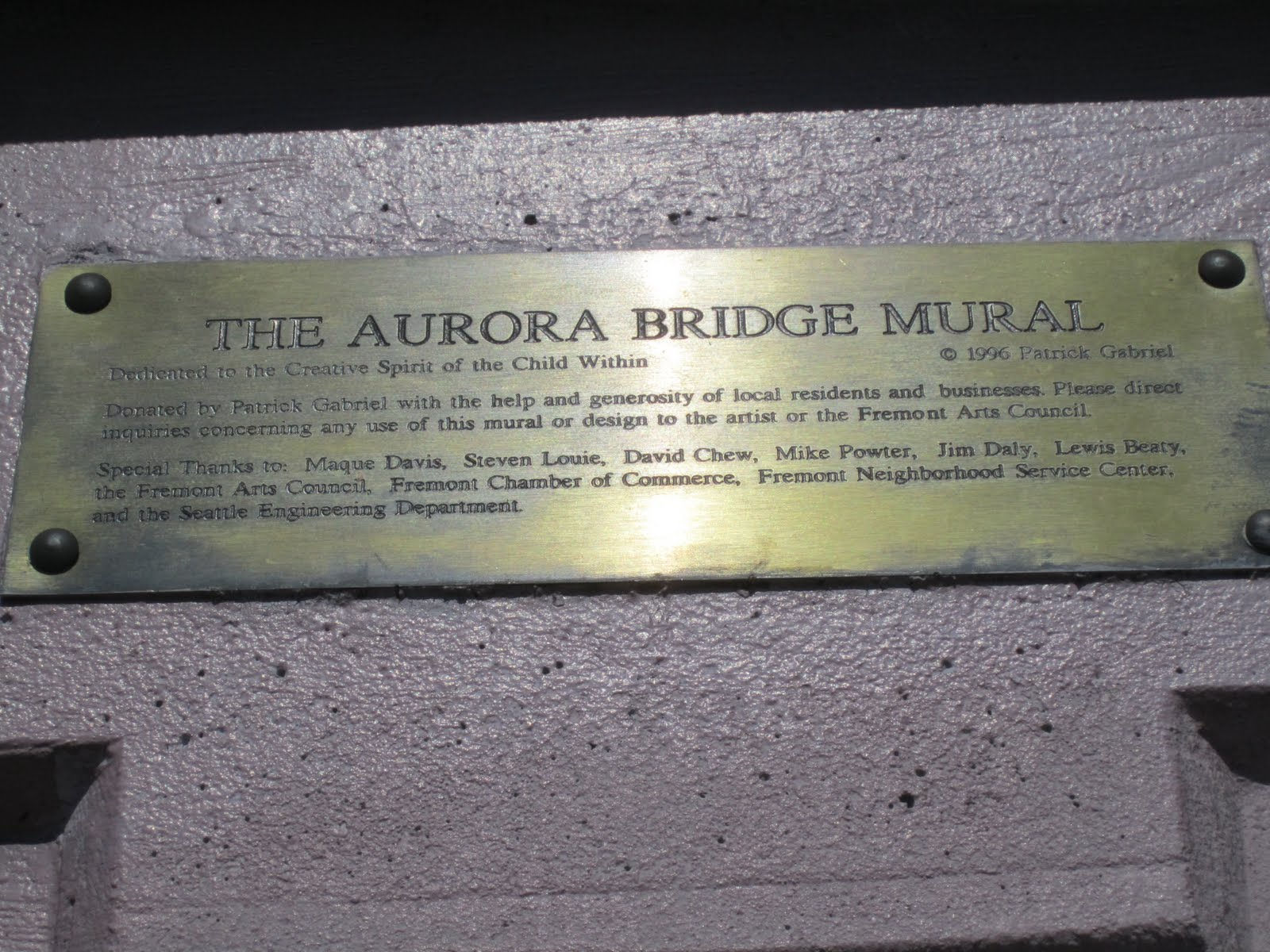 Travelmarx the aurora bridge mural fremont and graffiti for Plaque recouvrement mural