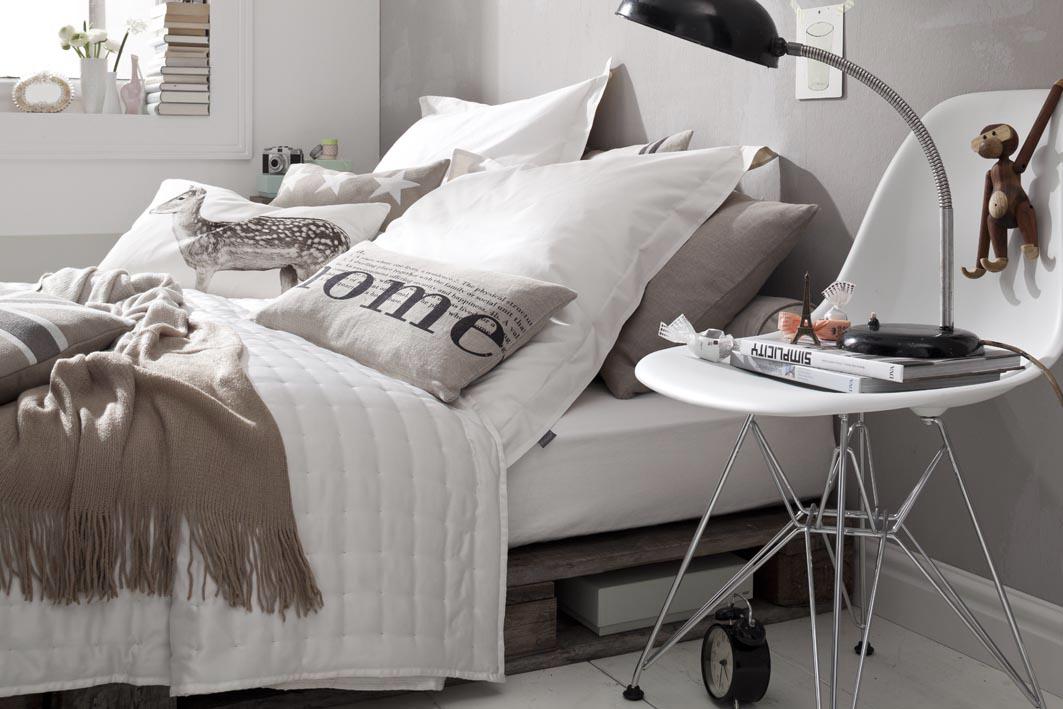 Uvesauer: Ein Schlafzimmer., Schlafzimmer. Mittelgroße Skandinavische  Schlafzimmer ...