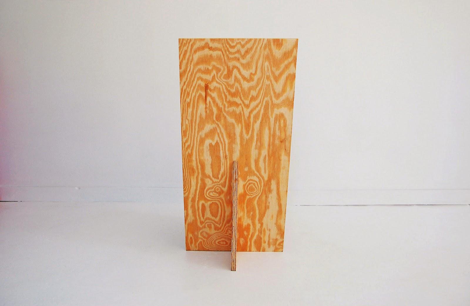 note que o encosto é feito de uma única peça de madeira #B24B19 1600x1040