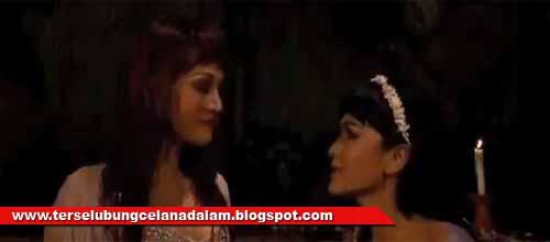 JuLia Peres VS Fifie Buntaran - Rumah Bekas Kuburan