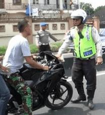 Satpam menampar Polisi dan TNI