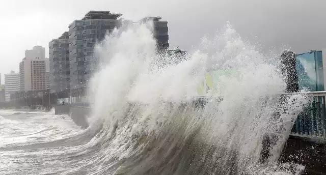 Τρόμος στην Κίνα από τον μεγαλύτερο τυφώνα της Γης που ταξιδεύει με ταχύτητες F1! Βίντεο