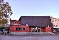 Exterior Mercat Municipal d'Abastaments. Mercat del Lleó. Girona. Altres llocs d'interès.