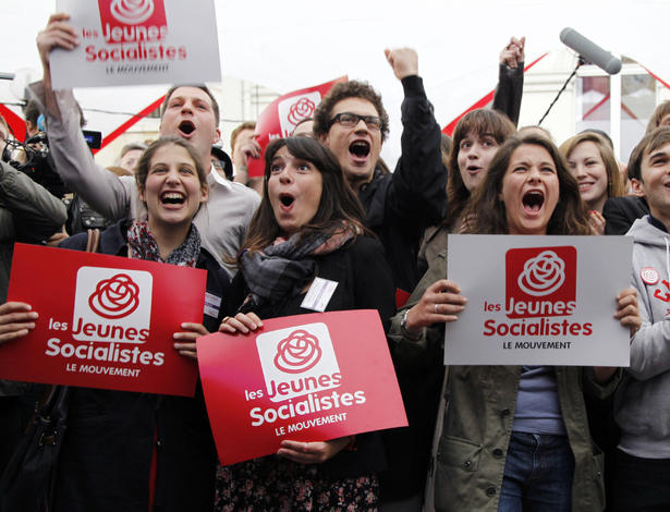 Supporters of French Socialist Party react after the announcement of the  results of the first round of the French parliamentary elections. 35f05a8d2