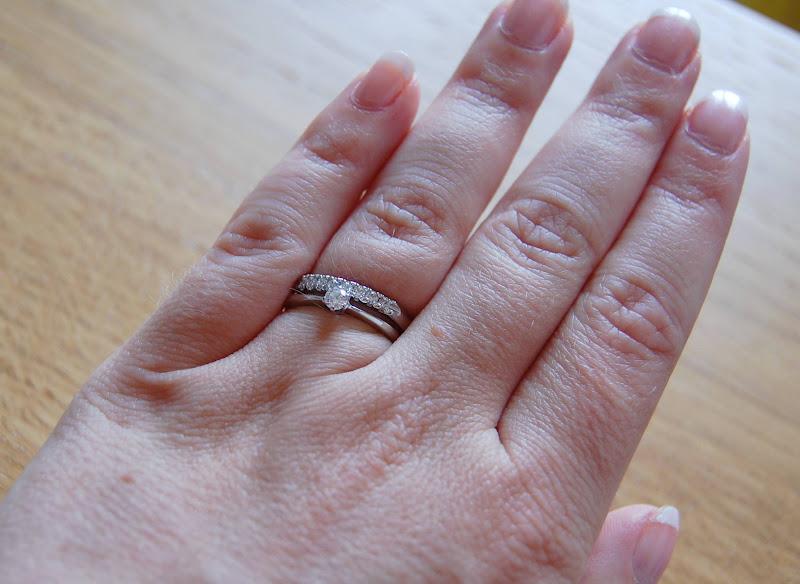 förlovningsring och vigselring ihop