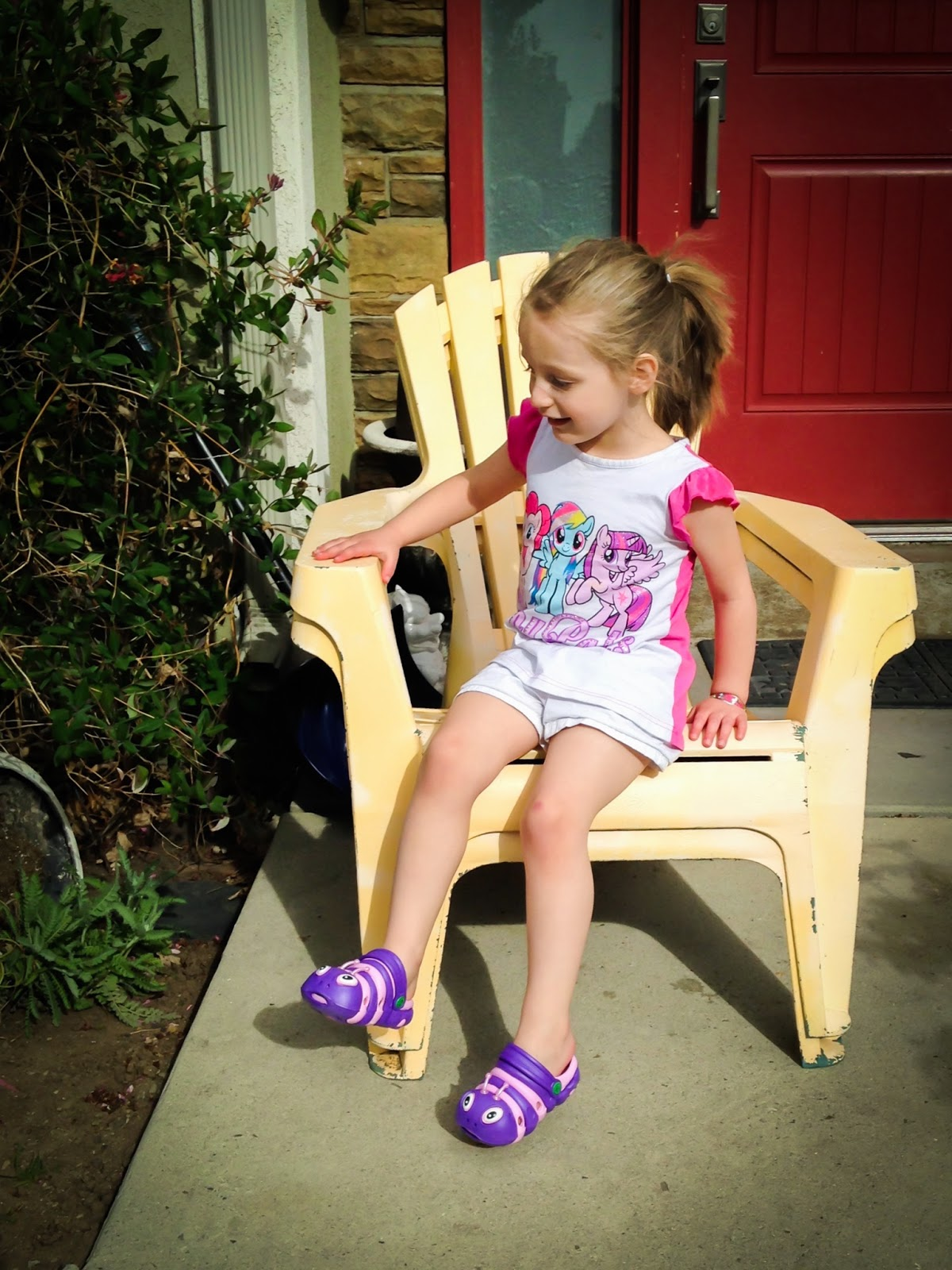 adorable toddler shoes, clogs, clogstrom, clogstrom shoes, clogstrom shoes giveaway, cute shoes for toddlers, toddler shoes,