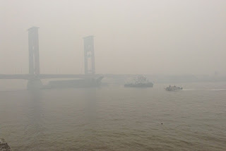 kabut asap di kota palembang
