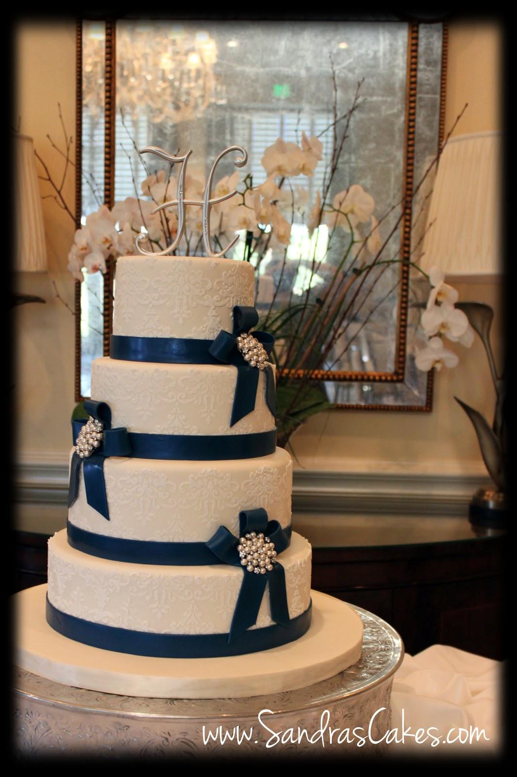 elegant and classy wedding cake. Black Bedroom Furniture Sets. Home Design Ideas