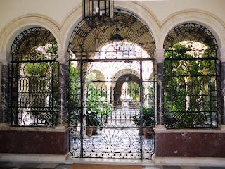 Patio sevillano - Calle Alfonso XII 01