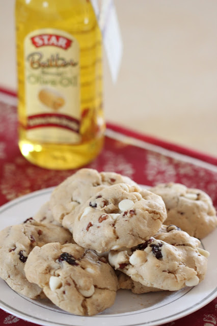 Olive Oil Cookies with White Chocolate Cranberries and Pecans | Tortillas and Honey | #shop
