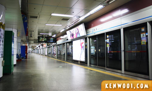 seoul subway platform