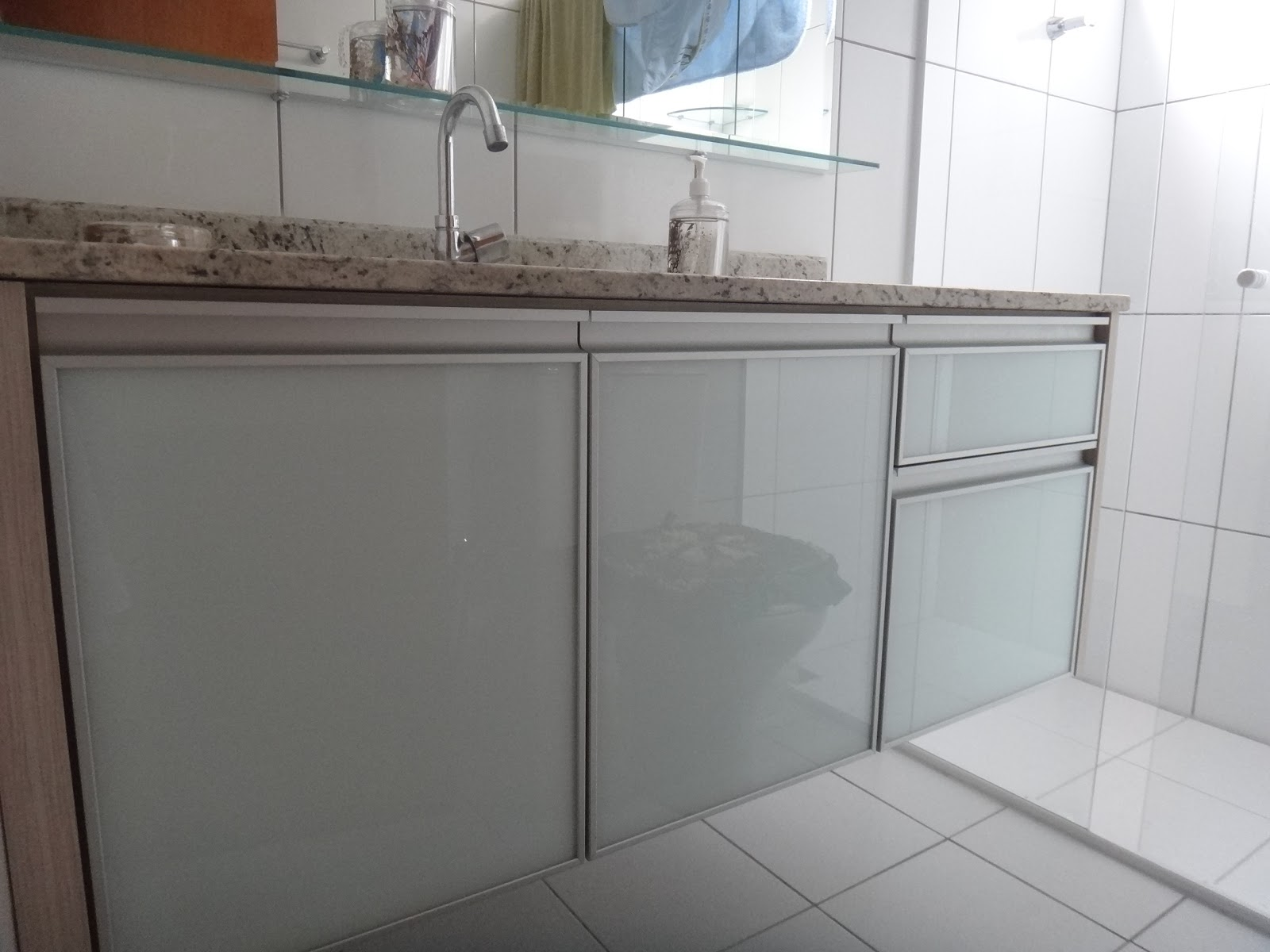 #5D4941  Personalizada: Banheiros com portas de vidro e alumínio Jd. Camburi 1600x1200 px toucador de banheiro de vidro
