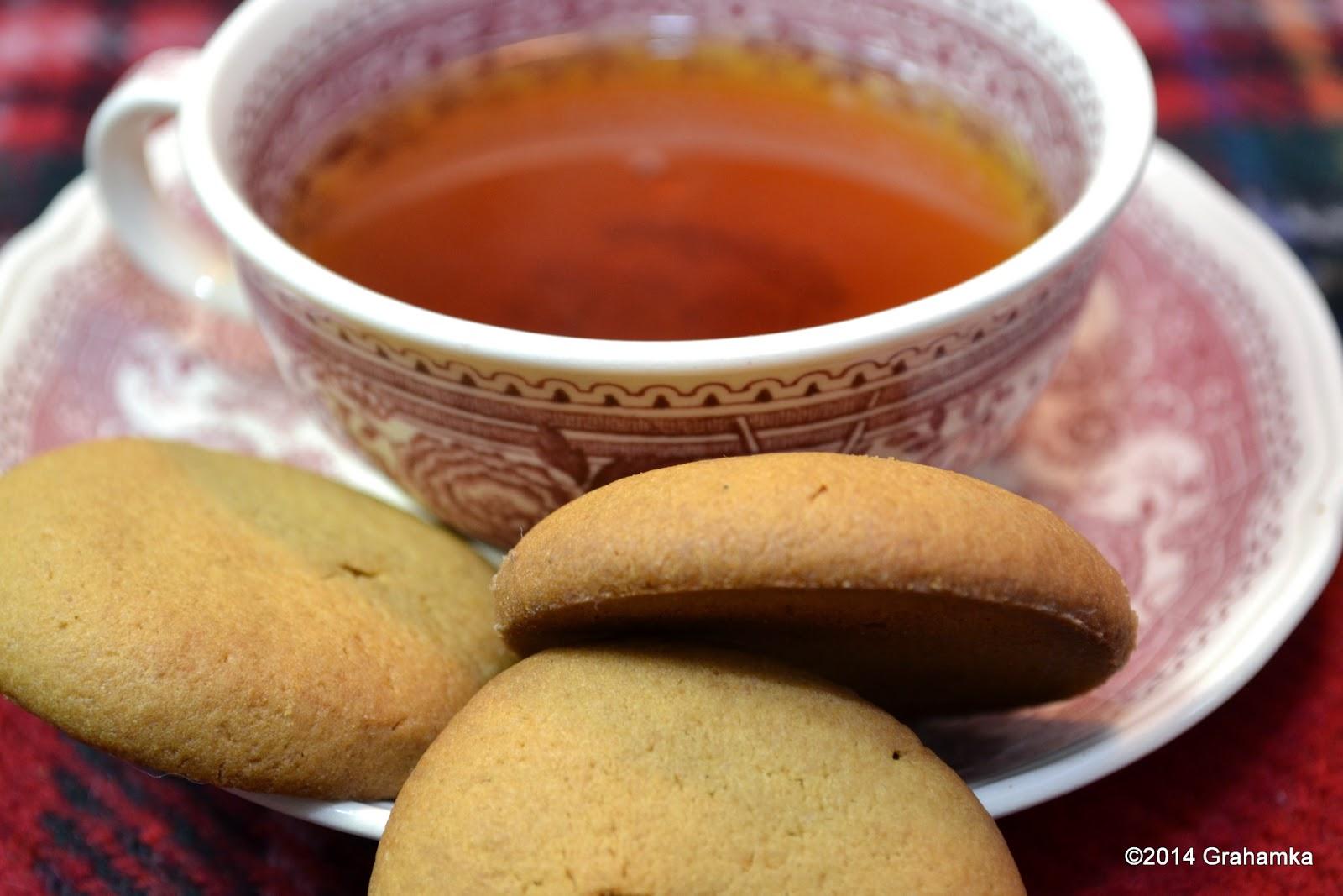 Parlies, herbata i szkocka krata.