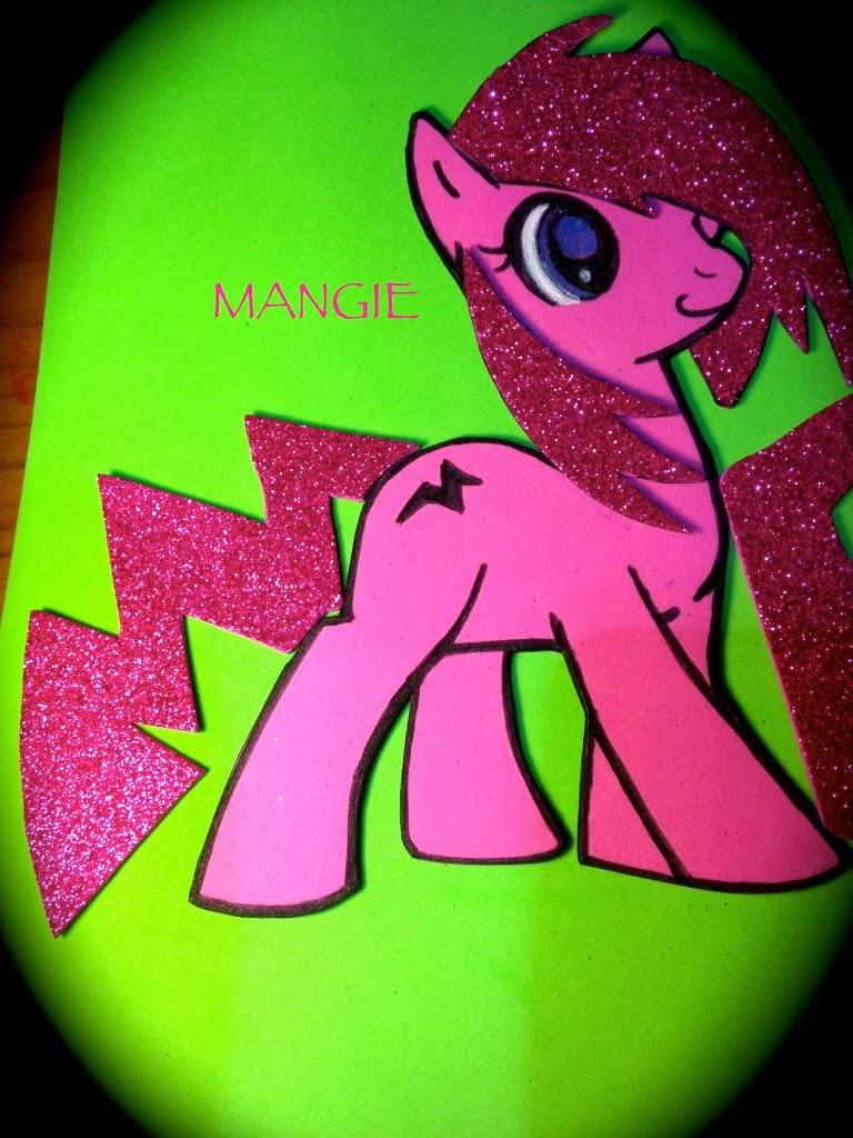 Detalle del pony rosa