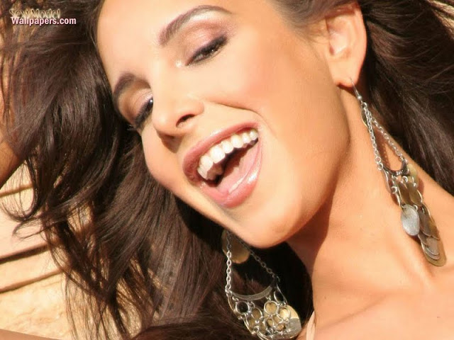 Mayra Veronica Biography and Photos