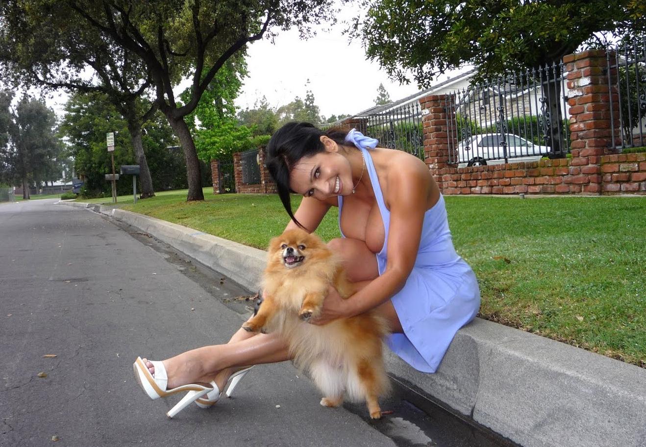 http://2.bp.blogspot.com/-p4UX5VtWtxE/TfmK-ho6RBI/AAAAAAAAAog/KnP7hMGVFgw/s1600/denise+milani+profile_020.jpg