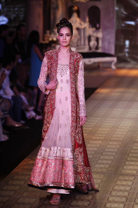 albarino net: Manish Malhotra Collection at Delhi Couture Week 2012