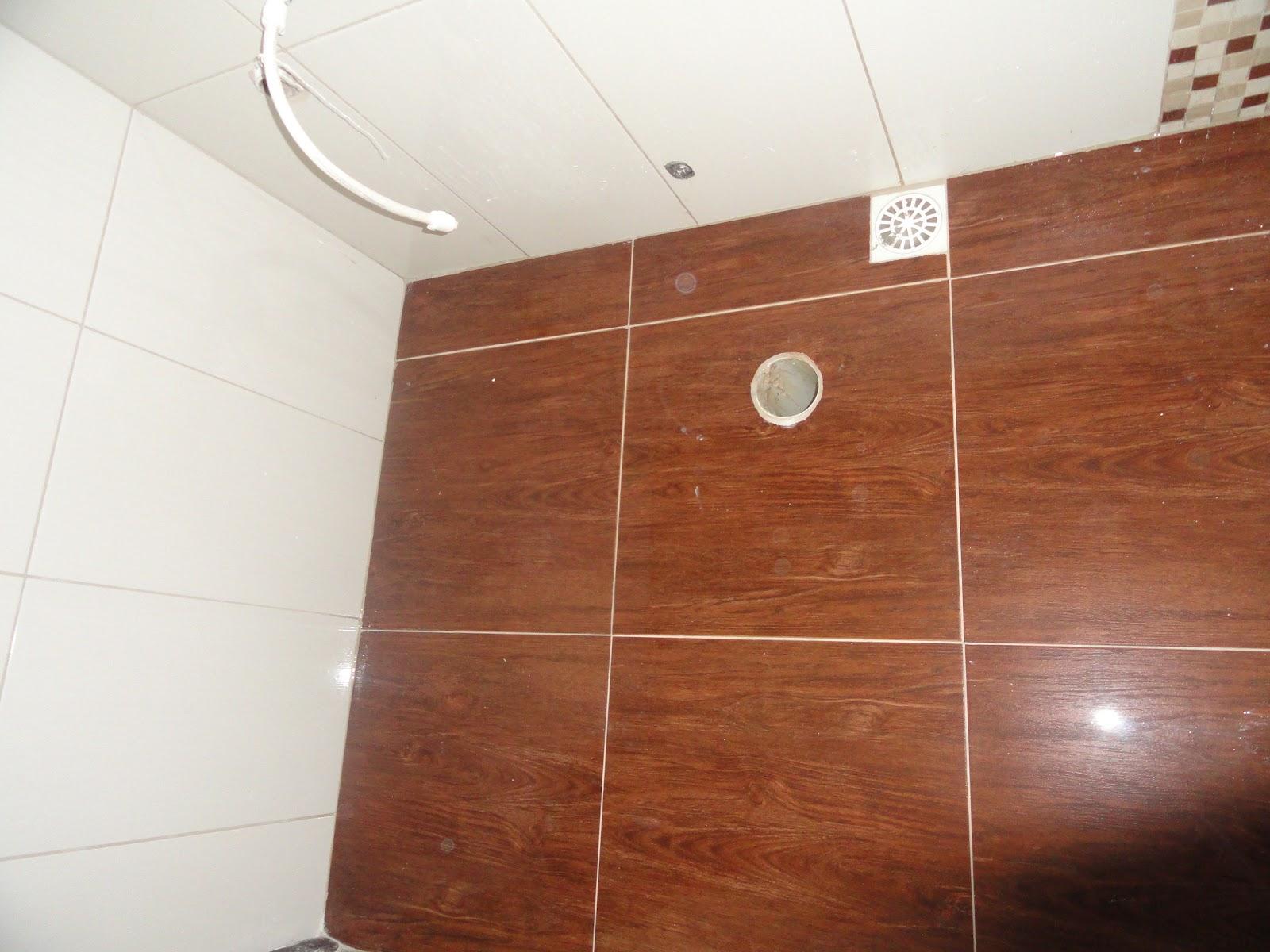 AS VEZES ACHO FEIO ESSE PORCELANATO IMITANDO MADEIRA NO MEU  #83472D 1600x1200 Banheiro Com Piso Porcelanato Imitando Madeira